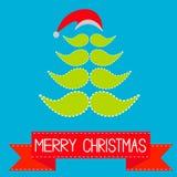 Weihnachtsbaum gemacht von den Schnurrbärten und vom Hut.  Rotes Band.  Fröhlich Stockfoto