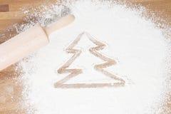Weihnachtsbaum gezeichnet in Mehl Stockfotografie