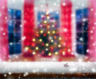 Weihnachtsbaum im modernen Haus Lizenzfreies Stockbild