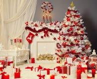 Weihnachtsbaum-Kamin, Weihnachtswohnzimmer, Feuer-Platz-Dekoration Stockbilder
