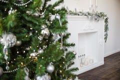 Weihnachtsbaum-Kaminkerzenspielwarendekoration Neues Jahr 2019 lizenzfreie stockfotos