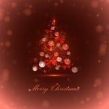 Weihnachtsbaum mit Bällen und Lichtern Lizenzfreies Stockfoto