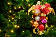 Weihnachtsbaum mit Dekoration Lizenzfreie Stockfotografie