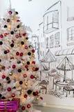 Weihnachtsbaum mit Dekorationen Lizenzfreies Stockbild