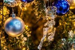 Weihnachtsbaum mit Dekorationen Lizenzfreies Stockfoto