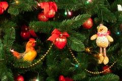 Weihnachtsbaum mit einem Hahn Lizenzfreie Stockfotos