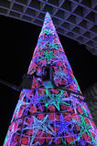 Weihnachtsbaum mit farbigen Lichtern, Sevilla, Andalusien, Spanien stockfotos