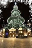 Weihnachtsbaum mit Häusern Stockfoto