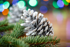 Weihnachtsbaum mit Kegeln Stockfotos