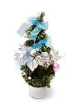 Weihnachtsbaum mit Kugeln und Bögen Stockfotos