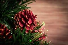 Weihnachtsbaum mit Leuchten lizenzfreie stockfotos