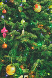 Weihnachtsbaum mit Lichtern und Bereichen Stockfotografie