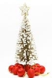 Weihnachtsbaum mit roter Kugelverzierung Lizenzfreie Stockfotos