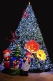 Weihnachtsbaum mit Sankt und Schneemann Stockfoto