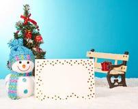 Weihnachtsbaum mit Schneemann und Postkarte Lizenzfreie Stockfotos