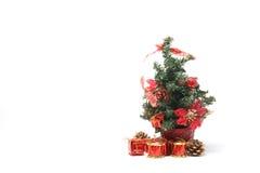 Weihnachtsbaum mit a-Stapel von Geschenken Lizenzfreie Stockbilder
