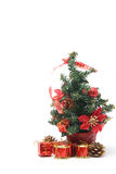 Weihnachtsbaum mit a-Stapel von Geschenken Lizenzfreies Stockfoto
