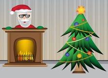 Weihnachtsbaum mit Weihnachtsmann und schönem warmem Kamin Lizenzfreie Stockfotos