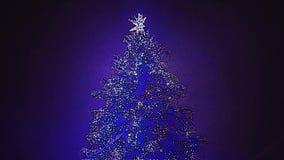 Weihnachtsbaum in Nacht-mittlerem Schuss Snowy stock footage