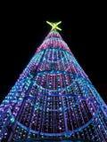 Weihnachtsbaum nachts in der Stadt Lizenzfreie Stockbilder