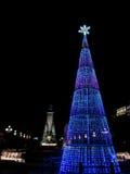 Weihnachtsbaum nachts in der Stadt Stockbilder