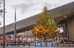 Weihnachtsbaum an Rotterdam-Hauptbahnhof lizenzfreie stockfotografie