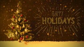 Weihnachtsbaum, Schnee, Retro- Kalligraphie frohe Feiertage, Schneeflocken Lizenzfreies Stockfoto