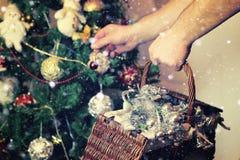 Weihnachtsbaum-Spielzeugkorb Lizenzfreies Stockbild