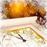 Weihnachtsbaum, Uhr und Schneeflocken, brennender abstrakter Hintergrund Lizenzfreies Stockfoto