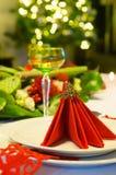 Weihnachtsbaum und Abendtisch Lizenzfreie Stockfotos