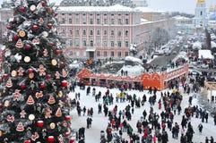 Weihnachtsbaum und ehrlich auf Hauptplatz von Kiew Stockfotografie