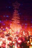 Weihnachtsbaum und elektrische Girlande Stockfotografie