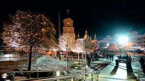 Weihnachtsbaum und Feiertagsbasar in Kiew, Ukraine, stock footage