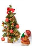 Weihnachtsbaum und Sankt-Schätzchen mit Geschenken Lizenzfreie Stockfotografie
