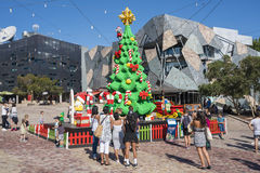 Weihnachtsbaum und Santa Claus gemacht durch Lego-Ziegelsteine Stockfoto