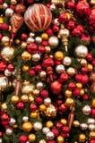 Weihnachtsbaum und Verzierungen Stockbild