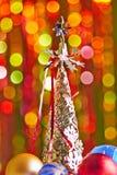 Weihnachtsbaum und Weihnachtsbälle Lizenzfreies Stockbild
