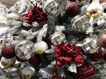 Weihnachtsbaum und Weihnachtsdekorationen Lizenzfreies Stockfoto