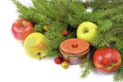 Weihnachtsbaum verziert in einer rustikalen Art Stockfotos