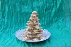 Weihnachtsbaum vom Lebkuchen mit weißer Schokolade Lizenzfreie Stockbilder
