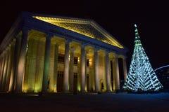 Weihnachtsbaum vor dem neuen Opern-Theater in Astana Lizenzfreie Stockfotografie