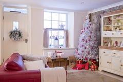 Weihnachtsbaum-warmes Haus stockfoto
