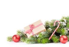 Weihnachtsbaumast mit Geschenkbox Lizenzfreies Stockbild