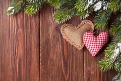 Weihnachtsbaumast mit Herzspielwaren Stockbilder