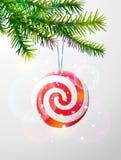 Weihnachtsbaumast mit runder Süßigkeit Stockbild