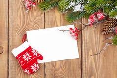 Weihnachtsbaumast und leere Grußkarte Lizenzfreies Stockfoto
