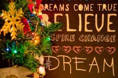 Weihnachtsbaumaste mit Wünschen Lizenzfreie Stockfotos