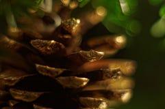 Weihnachtsbaumdekoration mit Kegel Stockbild