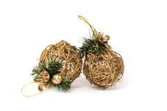 Weihnachtsbaumdekoration mit zwei Zweigen ohne Hintergrund Lizenzfreie Stockfotografie