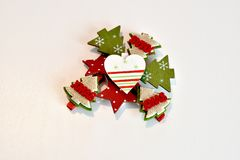 Weihnachtsbaumdekorationen für den Weihnachtsbaum rot und Weißsterne und -herz lizenzfreie stockbilder